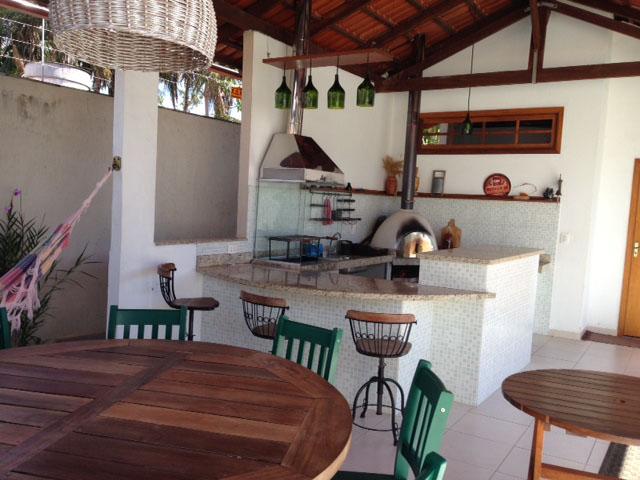 Área de lazer com churrasqueira e forno de pizza